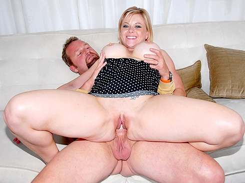 Pussy Humping with MILF Raychelle